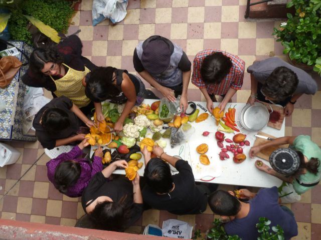 Members of Comida, No Bombas prepare a meal in Mexico City. Photo by author.