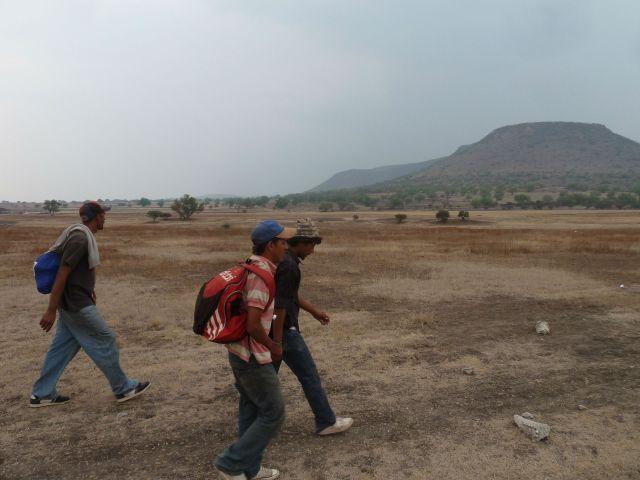 Migrants walk along the train tracks. Photo by author.