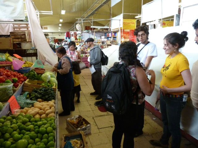 Collecting food in Coyoacán Market. Photo by author.